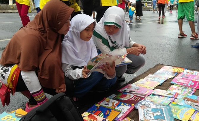 """Let's Read!"" Campaign at the Car Free Day"
