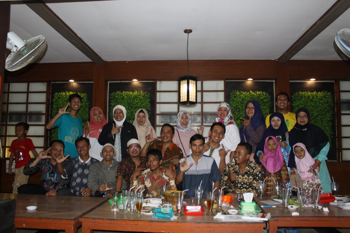 Breakfasting with Yayasan Dinamika Indonesia in Ciketing Udik, Bantargebang, Bekasi